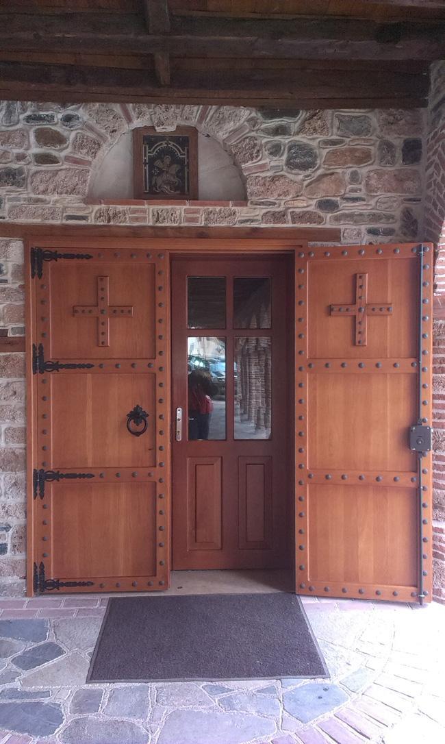 Ψάξτε ξεκλείδωτες πόρτες ναών. Υπάρχουν σε όλη την Ελλάδα!