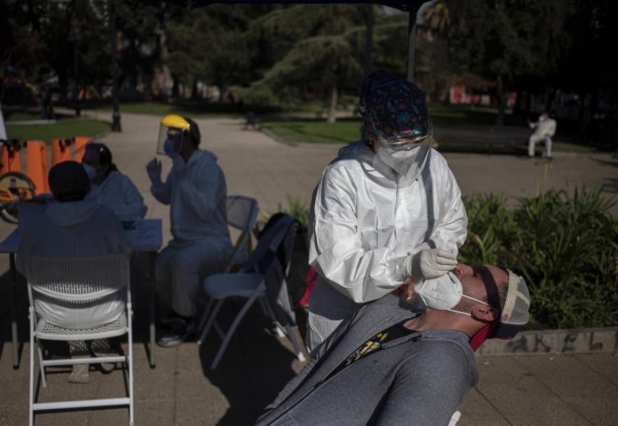 """Η """"εμβολιασμένη"""" Χιλή μας δείχνει το παγκόσμιο τσουνάμι κρουσμάτων που έρχεται. Τα αντισώματα του εμβολίου που είναι;"""