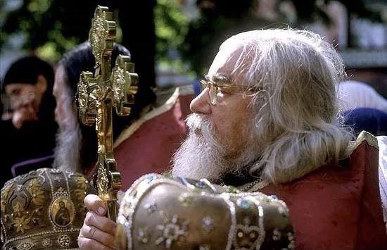 Read more about the article Γέροντας Ιωάννης της Μονής των Σπηλαίων: «Πριν τη σφραγίδα του Αντιχρίστου θα έχει σφραγιστεί ο νους με την αμαρτία…»