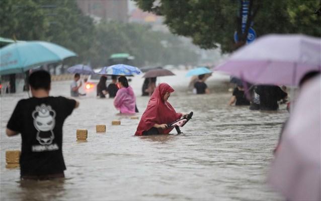 Εικόνες Αποκάλυψης στην Κίνα! Η χειρότερη πλημμύρα στην ιστορία της Τσεντσόου.