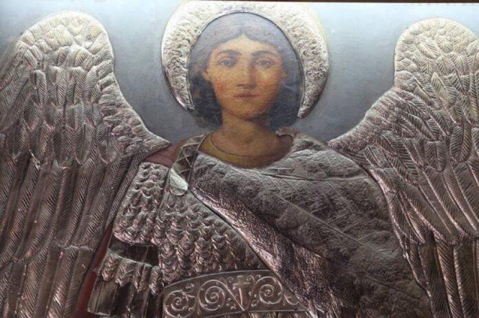 Read more about the article Εμφανίστηκε ο Αρχάγγελος Μιχαήλ και του έδειξε πως να προσεύχεται