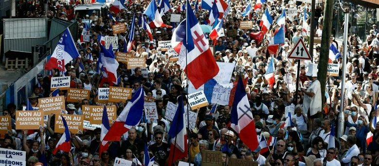 Read more about the article Λαοθάλασσα: Εκατοντάδες χιλιάδες Γάλλοι διαδήλωσαν κατά του υποχρεωτικού εμβολιασμού (βίντεο)